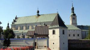 Rewaloryzacja i poprawa dostępności bazyliki i klasztoru OO. Bernardynów w Leżajsku- inwestycja o wartości całkowitej 30,8 mln zł otrzymała dofinansowanie z EFRR w wysokości 26,2 mln zł Fot. Klasztor o. Bernardynów w Leżajsku