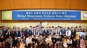2016-06-20 - Zdjęcie po wykładzie prof. Glińskiego dla profesorów i studentów polonistyki na Hankuk University of Foreign Studies (HUFS) w Seulu. fot.: Seo Youn Lee